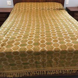 Vintage bedspread queen size tasseled